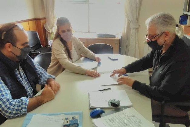 El rector Daniel Fernandez firma convenio con la secretaria de hidrocarburos