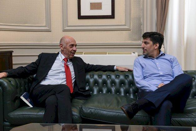 El Rector de la UNTDF, el Ing. Juan José Castelucci, mantuvo una reunión con el Ministro de Educación de la Nación, el Dr. Nicolás Trotta, en el Palacio Sarmiento sede del ministerio.