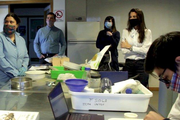 La presidenta del laboratorio del Fin del Mundo recorrio los laboratorios UNTDF