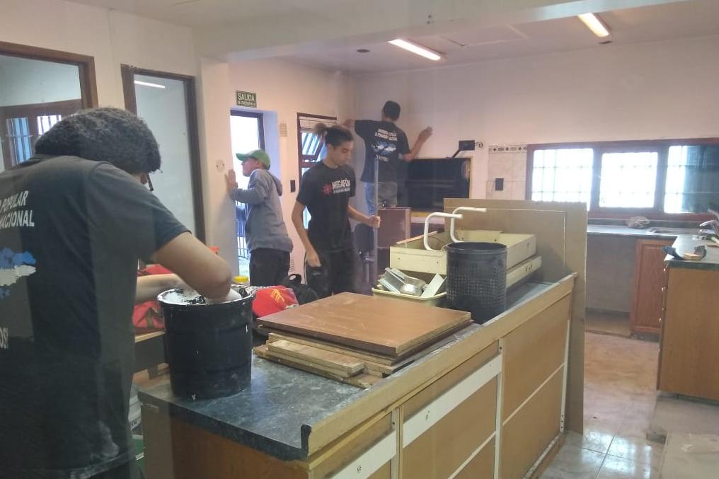 Mediante acciones de voluntariado estudiantes ponen a punto la primera residencia universitaria de la UNTDF